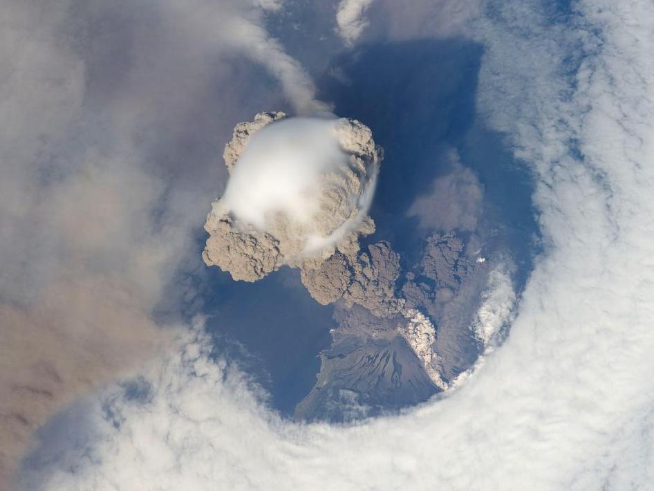 Volcán Sarychev, Isla de Matua (Foto: NASA)