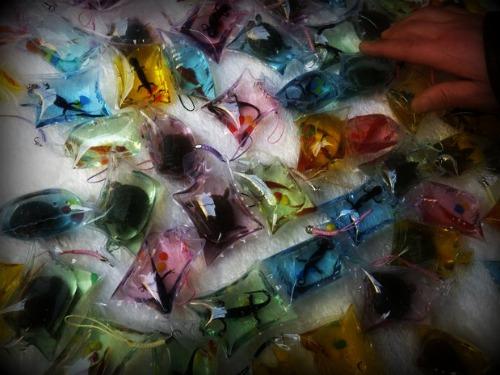 En China se venden pequeñas bolsas de plástico que contienen en su interior animales vivos.