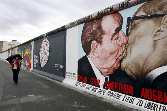 breznev honecker beso