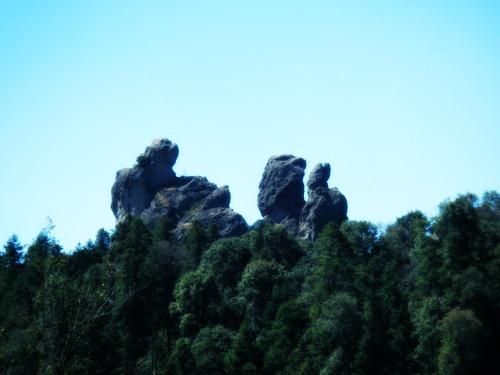 Formas caprichosas de las rocas que simulan unos conejitos