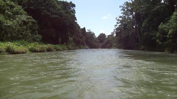 Vistas desde la barca en una zona tranquila del Río Yaque del Norte