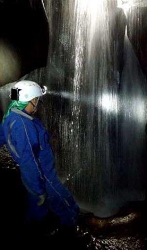 interior la cascada de entrada.