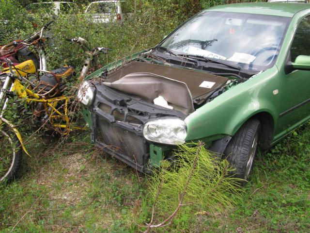 Los casos más peligrosos son coche como este que se encuentran sin capó o con el levantado