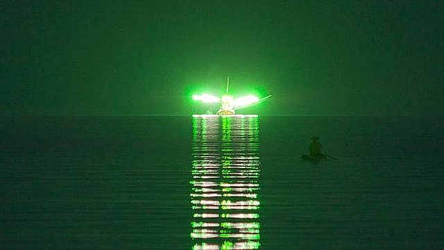 boat_fishing_calamar_green_lights