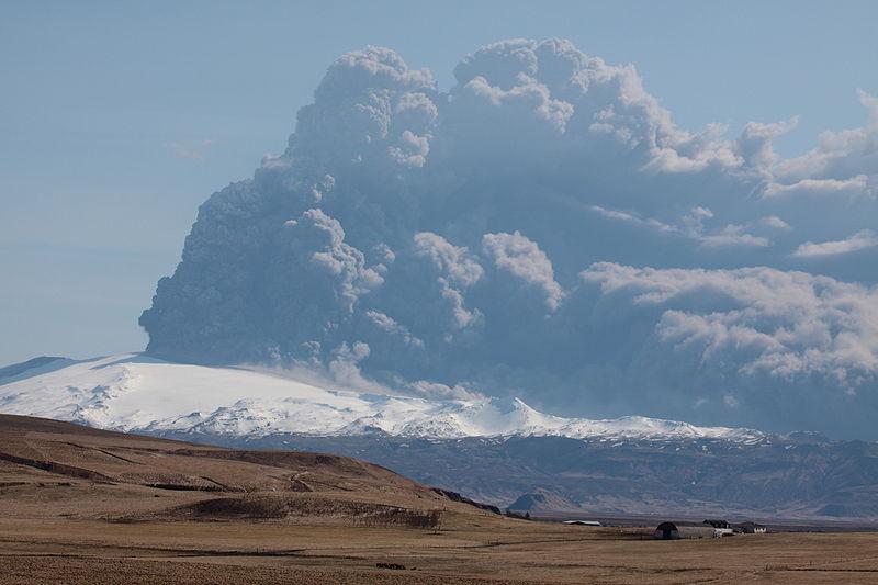 Eyjafjallajokull volcano plume (by Boaworm)